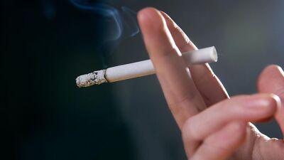 Што им прави една испушена кутија цигари на белите дробови (Видео)
