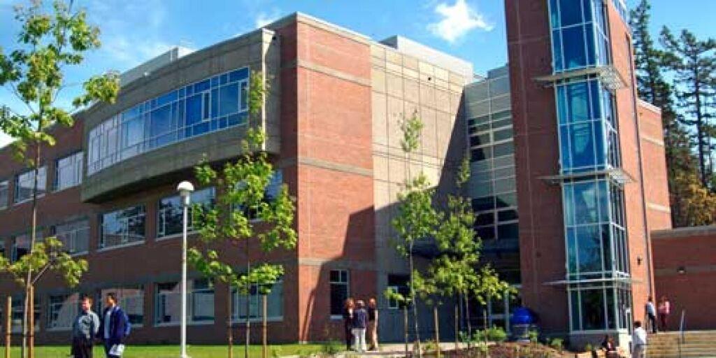 20-International-Entrance-Scholarships-at-University-of-Victoria-in-Canada.jpg