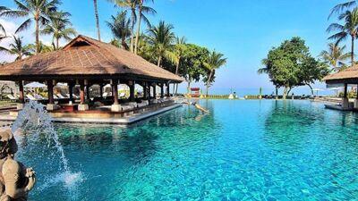 Хотел на Бали забрани користење телефони и компјутери покрај базен