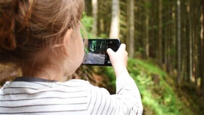 Паника меѓу лекарите: Гледањето во екран остава последици кај најмладите