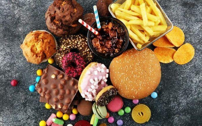 junk-food-tupopoiimena-trofima-e1555361418411-681x426.jpg