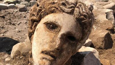 Археолозите наишле на големо откритие и тоа на спектакуларен начин: Богот на виното чекал 2.000 години во срцето на Рим да биде пронајден
