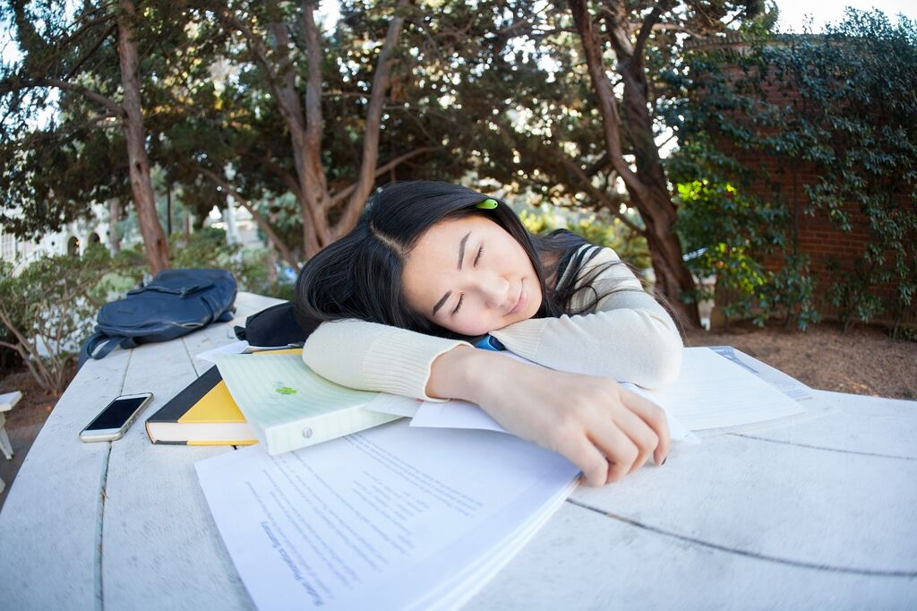 students_sleeping_1561627632.jpg