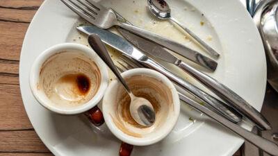 Работи кои вработените во рестораните никогаш не би ги нарачале – келнерите и готвачите ја открија вистината од која ќе ви се преврти желудникот