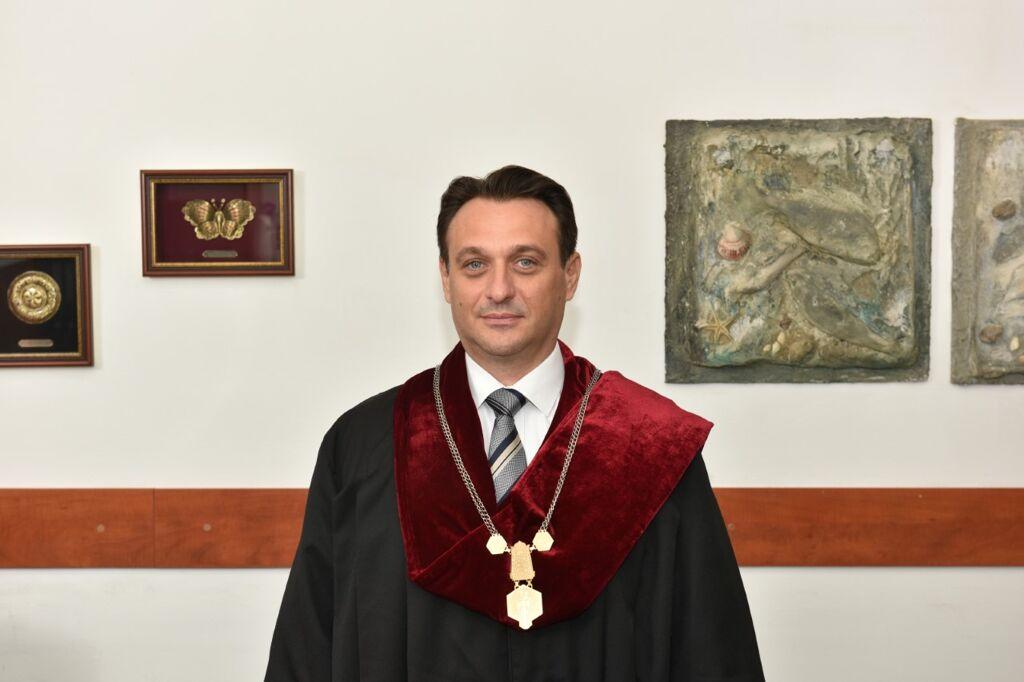 pendovski-fakultetot-za-veterinarna-mediczina-skopd198e-uspeshno-gi-sproveduva-on-lad198n-predavad19aata.jpg