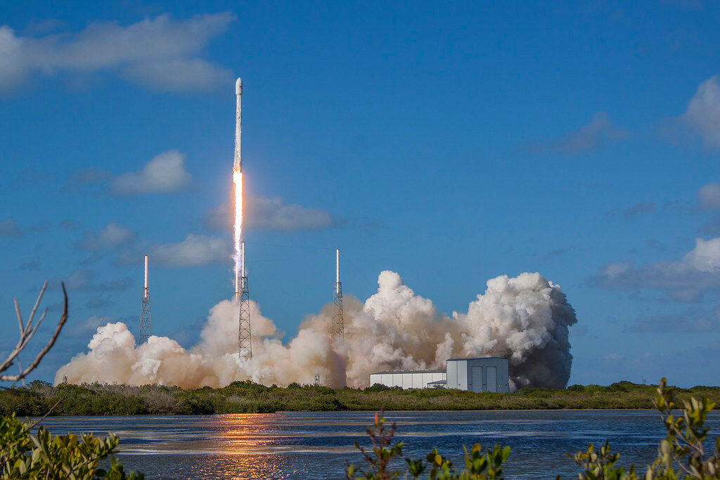 НАСА успешно ја лансираше ракетата на Спејс Икс со двајца астронаути (Во Живо)